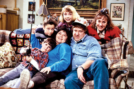 the cast of Roseanne sitting on a couch