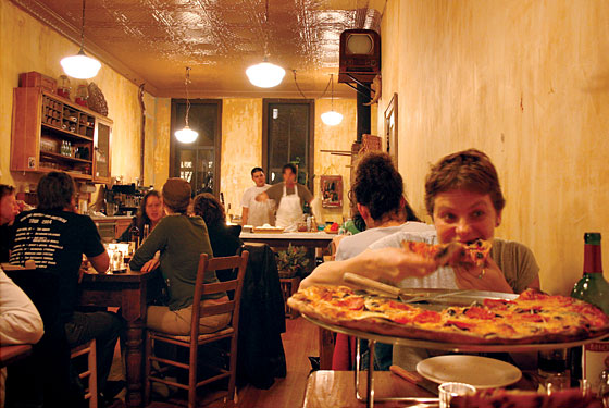 Lucali 39 s pizza restaurant brooklyn ny 11231 for La sorrentina brooklyn