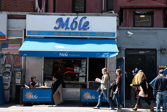 Móle Debuts Cutest Little Sidewalk Café