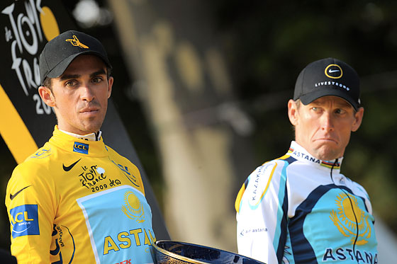 Contador and Armstrong: A picture says 140 characters.