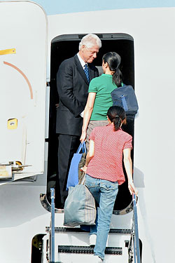Ling and Lee with their rescuer, President Clinton.