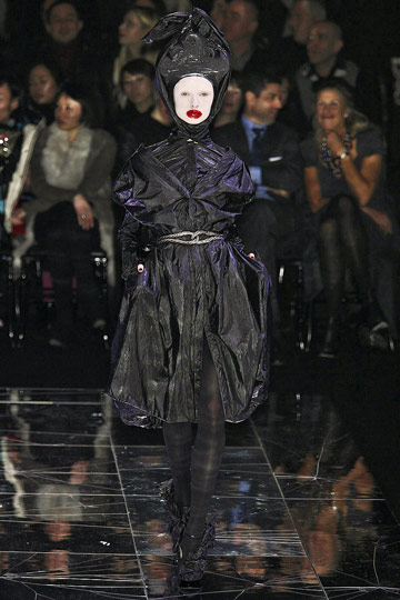 ALEXANDER McQUEEN::Paris Runway Fall 09 No. 7 :  fall 09 design designer dress