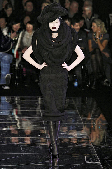 ALEXANDER McQUEEN::Paris Runway Fall 09 No. 10 :  fall 09 designer dress alexander mcqueen turban