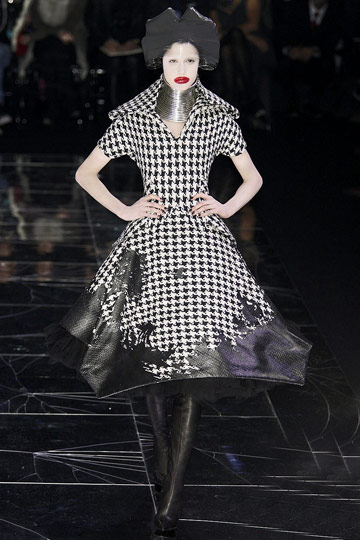 ALEXANDER McQUEEN::Paris Runway Fall 09 No. 3 :  fall 09 design designer dress