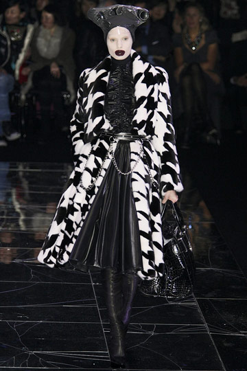 ALEXANDER McQUEEN::Paris Runway Fall 09 No. 4 [i think] :  fall 09 design designer mc escher