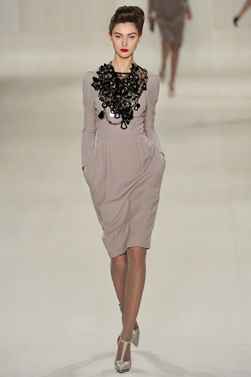 Elie Saab Fall 2009 RTW :  tan neutral fashion elie saab