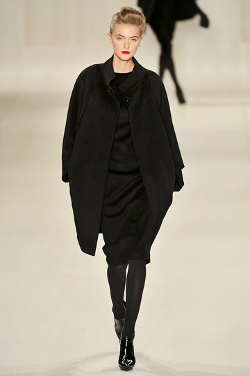 Elie Saab Fall 2009 RTW :  black dress modern style cocktail