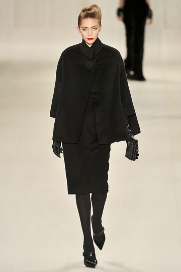 Elie Saab Fall 2009 RTW :  black dress womens fashion modern style