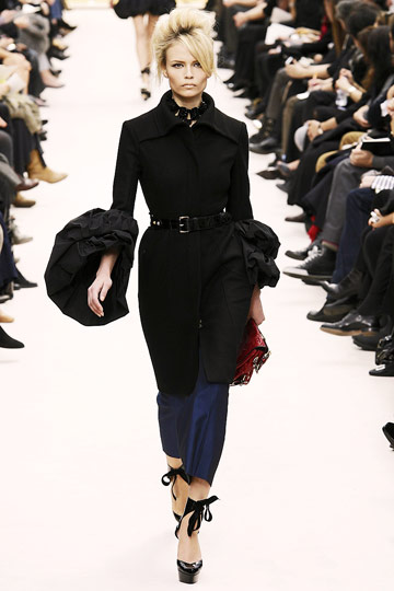 Louis Vuitton Fall 2009 RTW :  modern womens fashion designer fashion glamour