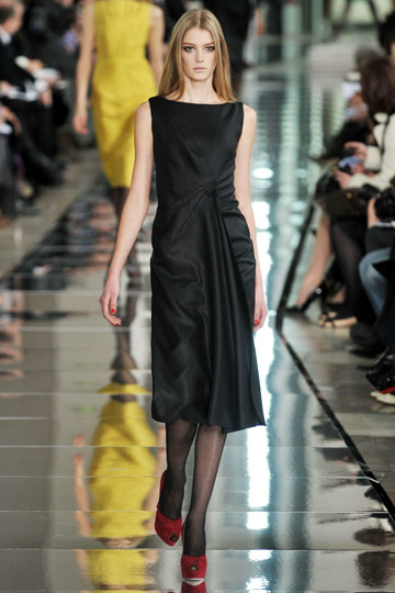 Valentino Fall 2009 RTW :  modern evening dress chic stylish