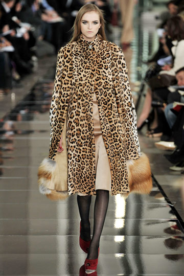 Valentino Fall 2009 RTW :  luxe womens fashion modern style