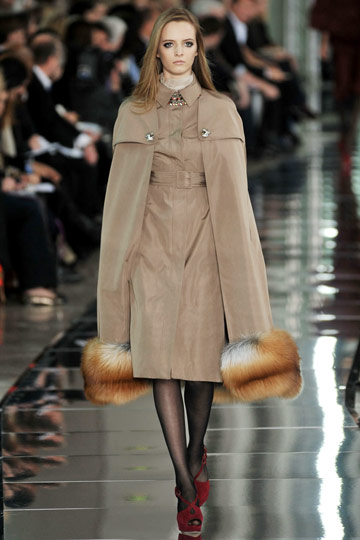Valentino Fall 2009 RTW :  luxe modern style womens