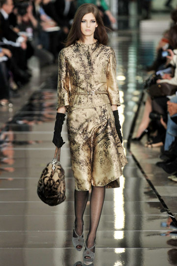 Valentino Fall 2009 RTW :  chic glamorous designer dress