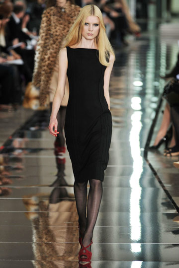 Valentino Fall 2009 RTW :  black dress modern style cocktail