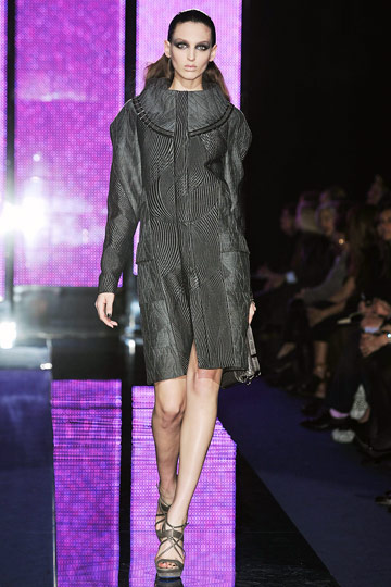 Versace Fall 2009 RTW :  luxe womens fashion modern style