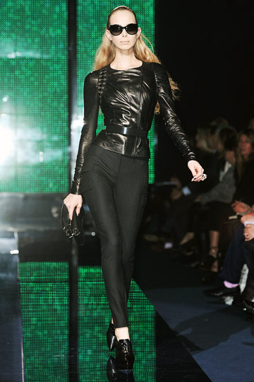 Versace Fall 2009 RTW :  chic modern style flirty