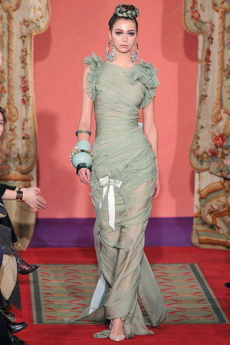 http://images.nymag.com/fashion/fashionshows/2009/spring/main/europe/couturerunway/christianlacroix/images/37.jpg