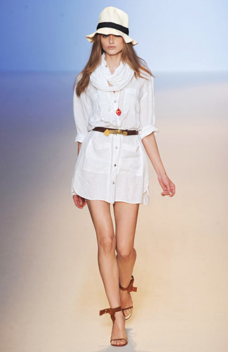 http://images.nymag.com/fashion/fashionshows/2009/spring/main/europe/womenrunway/emanuelungaro/images/25.jpg