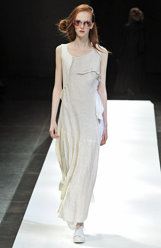 Yohji Yamamoto - Yohji Yamamoto - Spring 2009 Collection :  spring 2009 neutral dress gown
