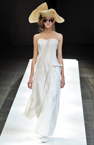 Fashion Week - New York Magazine - Designers, Photos, Trends, and News :  full length spring 2009 strapless white