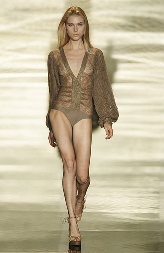 Rosa Cha Spring 2009 RTW :  modern glamorous womens fashion designer fashion