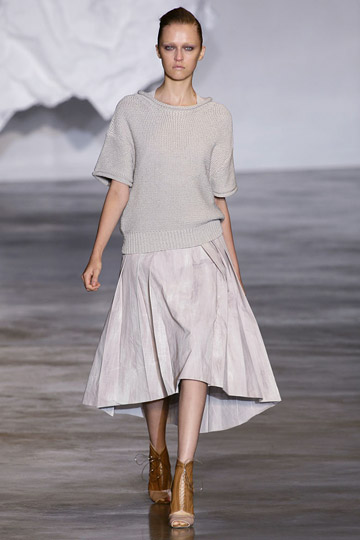 Cacharel Spring 2010 RTW :  loose grey neutrals boatneck