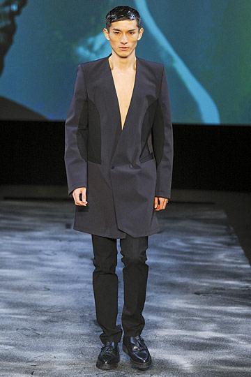 Le fashionisto thierry mugler menswear fw 2011 2012 by for Thierry mugler a travers le miroir