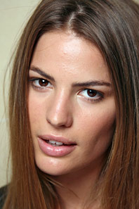 The 31-year old daughter of father (?) and mother Robin Chase, 175 cm tall Cameron Russell in 2018 photo