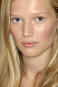 picture of Toni Garrn