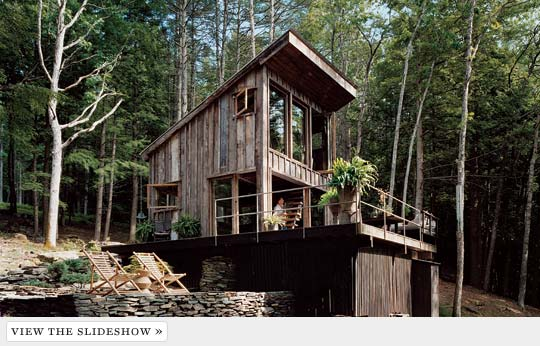 Great room a look at fashion stylist scott newkirk 39 s one for Living off the grid house plans