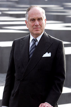 Ronald Lauder stares down unlimited terms.