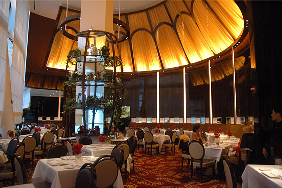 Le Cirque Hit With 'Cater Waiter' Lawsuit