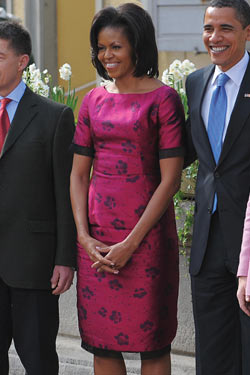 MObama Took Off Her Coat!