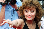 Newly Single Sarandon Drinks Tequila; Simpson Sisters Dine Together