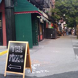 Grimaldi's Customers Undaunted by Conflicting Sign