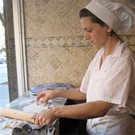 Halabi making Druze pita.
