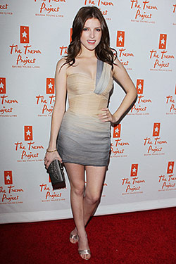 Anna Kendrick's Dress Is Short, Tight, and Very Close to Her Skin ...
