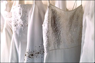 New York Wedding Guide   Renting A Wedding Dress
