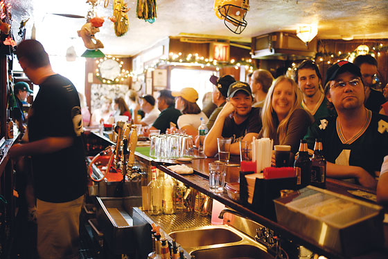 The city 39 s best sports bars for football fans new york for Hunt and fish club nyc