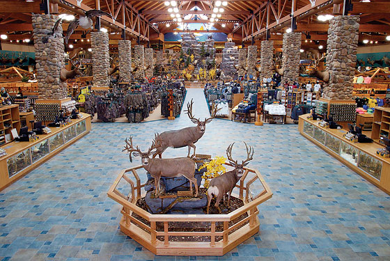 An excursion to hunting megastore cabela 39 s new york for Hunt and fish club nyc