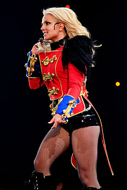 Spears S Tears Britney Briefly Sheds The Mask At Msg Show