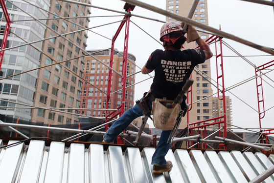 Female Ironworker Justine Ida on the Dangers of Her Job